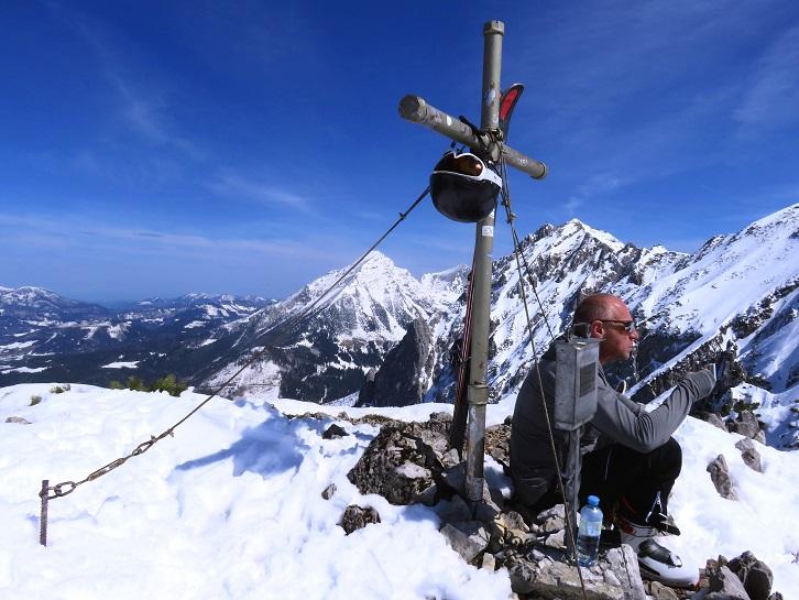 Foto: Andreas Koller / Skitour / Vom Pyhrnpass auf den Lahnerkogel (1854m) / Am Gipfel des Lahnerkogel / 01.05.2021 18:17:43