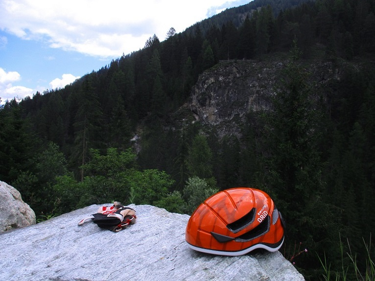 Foto: Andreas Koller / Klettersteigtour / Klettersteig Trafoi (1575m) / Trafoi Klettersteig auf der gegenüberliegenden Wand / 02.05.2021 23:35:08