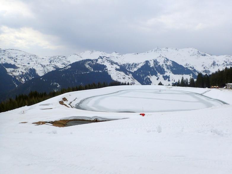 Foto: Manfred Karl / Skitour / Von Hinterglemm auf den Zwölferkogel / Speicherteich oberhalb der Mittelstation / 03.05.2021 06:57:51