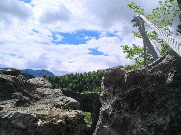 Foto: Andreas Koller / Klettersteigtour / Koschlak Klettersteig Bad Eisenkappel (720m) / Ausstieg über die Mauer der Ruine Türkenschanze / 07.06.2021 00:54:45