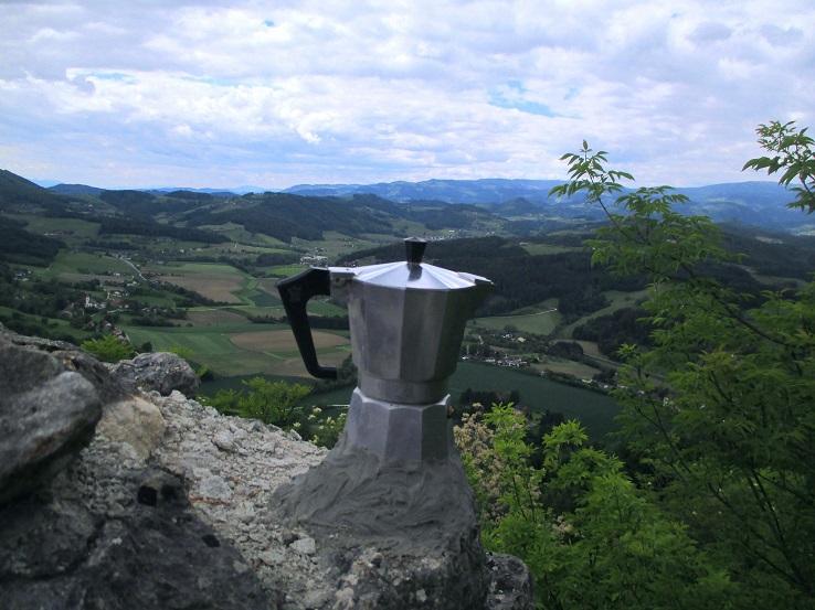 Foto: Andreas Koller / Klettersteigtour / Klettersteig Rabenstein (697m) / Ausstieg auf der Burgmauer (mit Kaffee?) / 11.06.2021 01:31:04