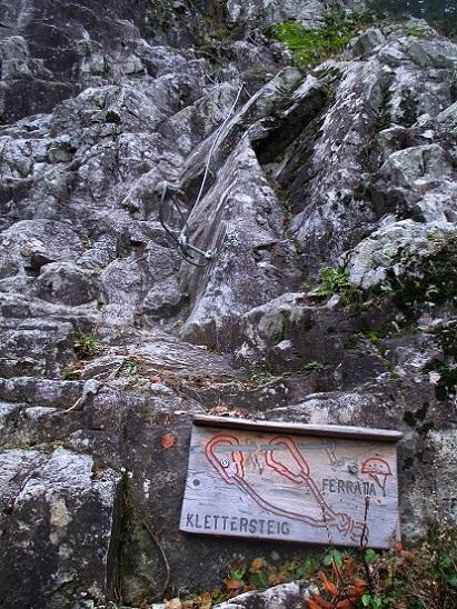 Foto: Andreas Koller / Klettersteigtour / Klettersteig Hohe Festung (825m) / Einstieg / 08.09.2021 00:52:23