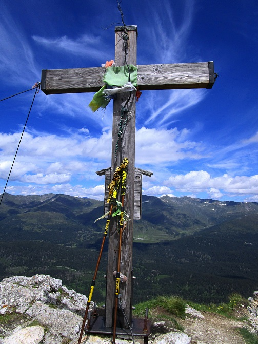 Foto: Andreas Koller / Klettersteigtour / Klettersteig Arzalpenturm und Arzalpenkopf (2372m) / Gipfelkreuz Arzalpenkopf / 10.09.2021 16:55:19