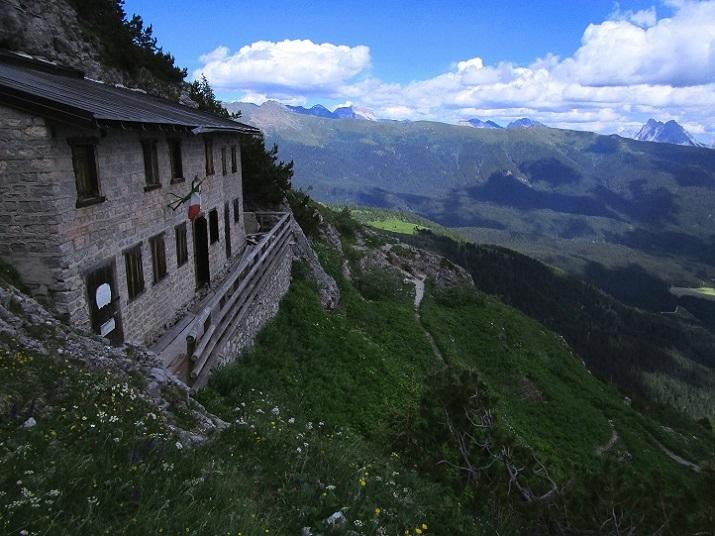 Foto: Andreas Koller / Klettersteigtour / Klettersteig Arzalpenturm und Arzalpenkopf (2372m) / Das aufgelassene Rif. O.Sala / 10.09.2021 16:52:43