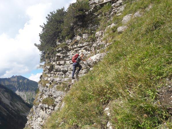 Foto: Rupert Gredler / Wandertour / Holzeck neuer Steig / Luftig auf der Leiter / 15.09.2021 17:23:20