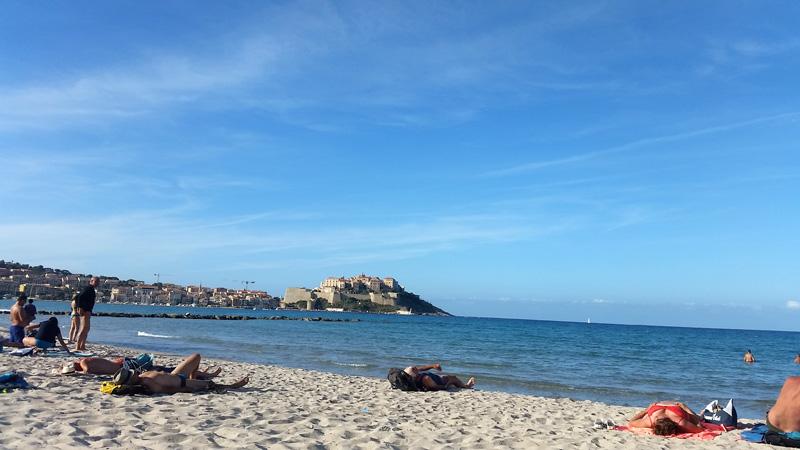 Foto: Rupert Gredler / Wandertour / Von der Punta Spanu nach Calvi / Nun schon in der Bucht. / 13.10.2021 13:54:18