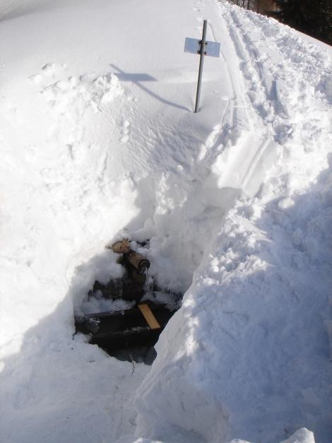 Foto: Manfred Karl / Ski Tour / Über die Gwechenberghütte auf den Sonntagskogel / Brunnen bei der Gwechenberghütte / 30.01.2009 23:12:17