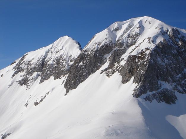 Foto: Manfred Karl / Ski Tour / Über die Gwechenberghütte auf den Sonntagskogel / Hochkarfelderkopf mit Vorgipfel vom Sonntagskogel / 30.01.2009 23:03:23