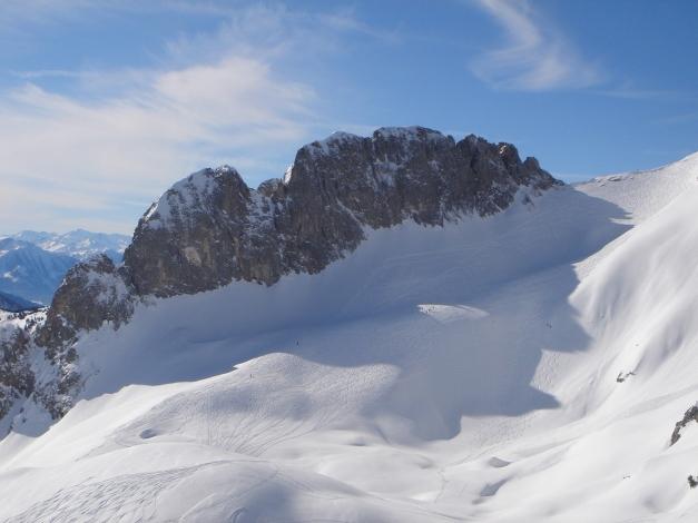 Foto: Manfred Karl / Ski Tour / Über die Gwechenberghütte auf den Sonntagskogel / Die Riffl mit dem unterhalb verlaufenden Anstieg zum Hochkarfelderkopf / 30.01.2009 23:02:24