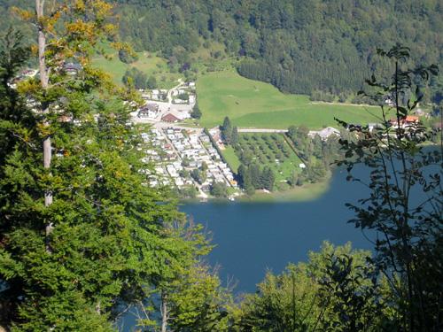 Foto: letsgoactive / Mountainbike Tour / Rund um den Schafberg - über den Falkenstein / Blick auf den Campingplatz Unterach am Mondsee / 18.04.2007 15:59:13