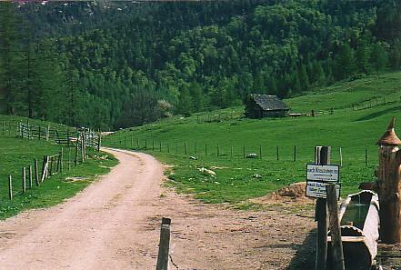 Foto: Jogal / Mountainbike Tour / Rund um den Wolfgangsee über Eisenaueralm u. Schwarzensee / Auf der Eisenaueralm / 08.05.2007 08:01:51