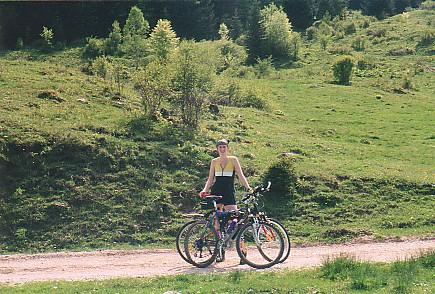 Foto: Jogal / Mountainbike Tour / Rund um den Wolfgangsee über Eisenaueralm u. Schwarzensee / Auf der Eisenaueralm / 08.05.2007 08:02:32