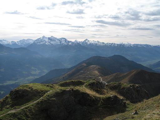 Foto: forstpointler / Mountainbike Tour / Von Maria Alm auf den Hundstein / Der Blick vom Statzerhaus in Richtung Großglockner, Kitzsteinhorn,... / 10.01.2007 09:29:09