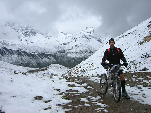 Foto: Lenswork.at / Ch. Streili / Mountainbiketour / Single Trail Fimba Pass / Auffahrt zum Fimberpaß im Hochsommer! / 20.04.2007 09:23:35