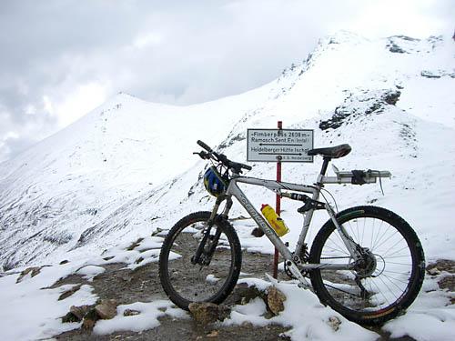 Foto: Lenswork.at / Ch. Streili / Mountainbiketour / Single Trail Fimba Pass / 20.04.2007 09:23:10