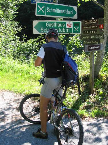 Foto: Lenswork.at / Ch. Streili / Mountainbiketour / Almtour zwischen Gaißau und Hintersee / Cheesy bei der Auffahrt zur Latschenalm (ACHTUNG: Mittwoch Ruhetag) / 27.07.2007 12:51:39