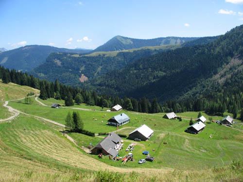 Foto: Lenswork.at / Ch. Streili / Mountainbiketour / Almtour zwischen Gaißau und Hintersee / Blick zur Ladenbergalm / Ramsauhütte / 27.07.2007 12:53:17