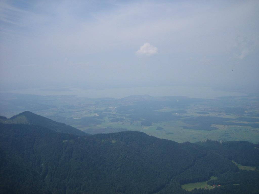 Foto: seiltänzerin / Mountainbike Tour / Bergener - MTB-Runde / Aussicht vom Hochfelln auf den Chiemsee / 01.05.2007 00:40:37