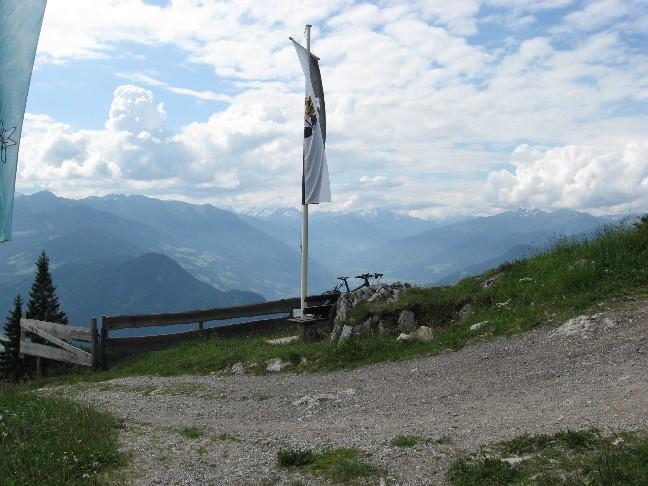 Foto: mucho / Mountainbike Tour / Zireiner Alm - Bayreuther Hütte / Blick ins Zillertal / 10.06.2007 18:25:54