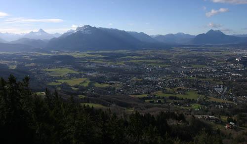Foto: Lenswork.at / Ch. Streili / Wander Tour / Rundwanderweg  am Gaisberg / Blick auf Salzburg und Untersberg / 19.01.2007 19:58:09