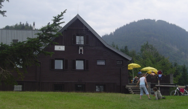 Foto: bergla / Wander Tour / Über die Grünburger Hütte auf den Hochbuchberg / Grünburger Hütte mit Hochbuchberg / 24.08.2007 16:59:54