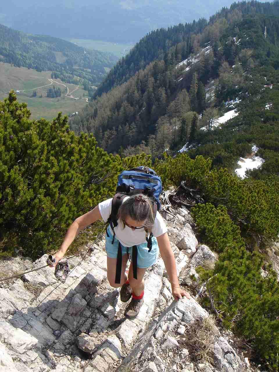 Foto: Manfred Karl / Wander Tour / Aus dem Kaiserbachtal auf den Feldberg / Auch am Feldberg gibt´s ein paar felsige Stellen. / 05.05.2007 21:37:40