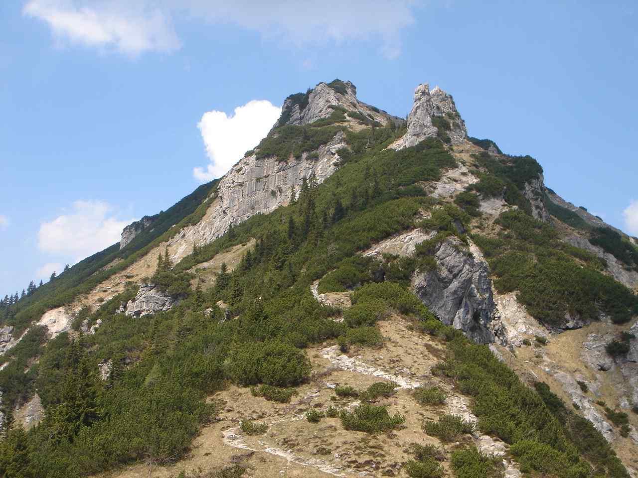 Foto: Manfred Karl / Wander Tour / Aus dem Kaiserbachtal auf den Feldberg / Rückblick zum Stripsenkopf. / 05.05.2007 21:12:57