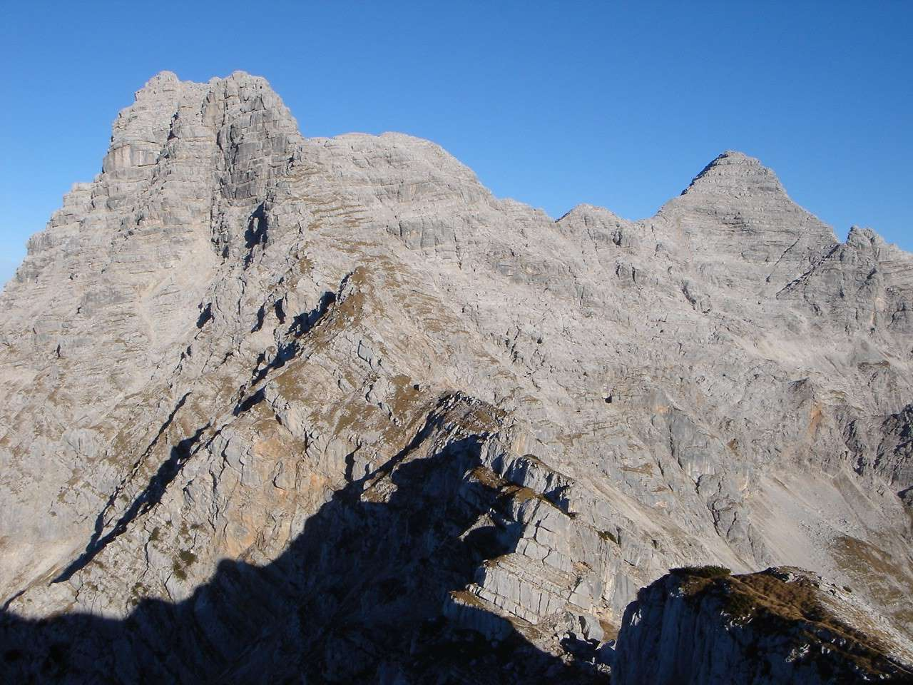 Foto: Manfred Karl / Wander Tour / Nurracher Höhenweg / Rückblick auf einen langen Weg / 19.06.2007 06:03:25