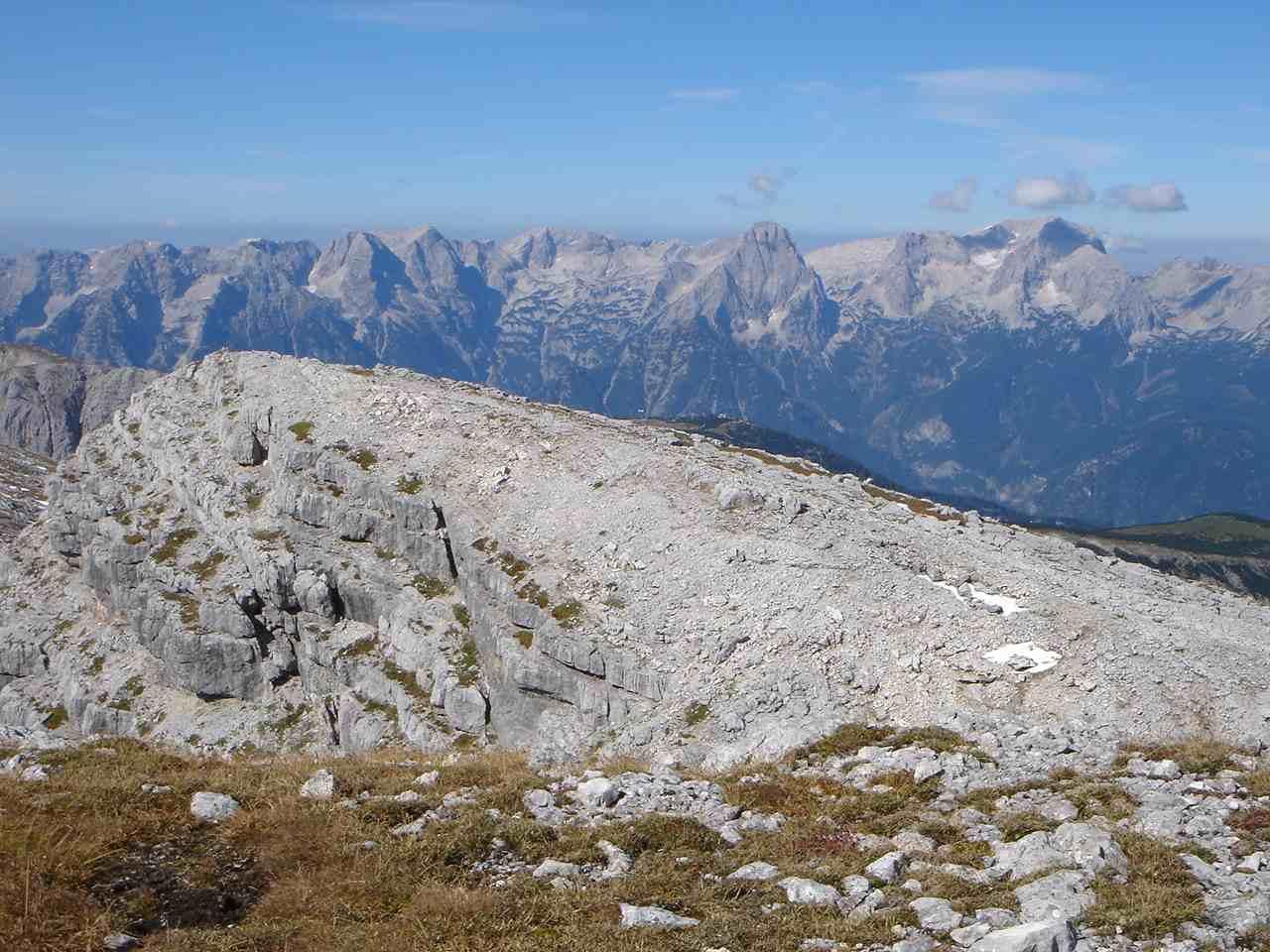 Foto: Manfred Karl / Wander Tour / Warscheneck über den SO-Grat / Traumhafter Blick auf den Ostteil des Toten Gebirges. / 05.05.2007 20:52:15