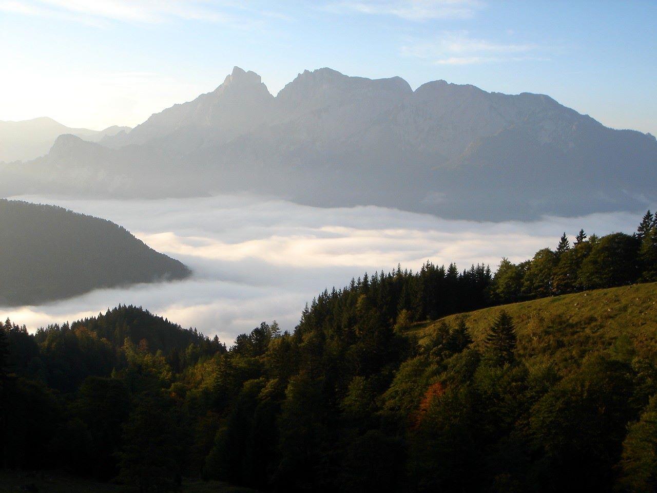 Foto: Manfred Karl / Wander Tour / Grabnerstein - Gipfelrunde / Morgennebel über dem Admonter Becken. / 18.05.2007 14:52:07
