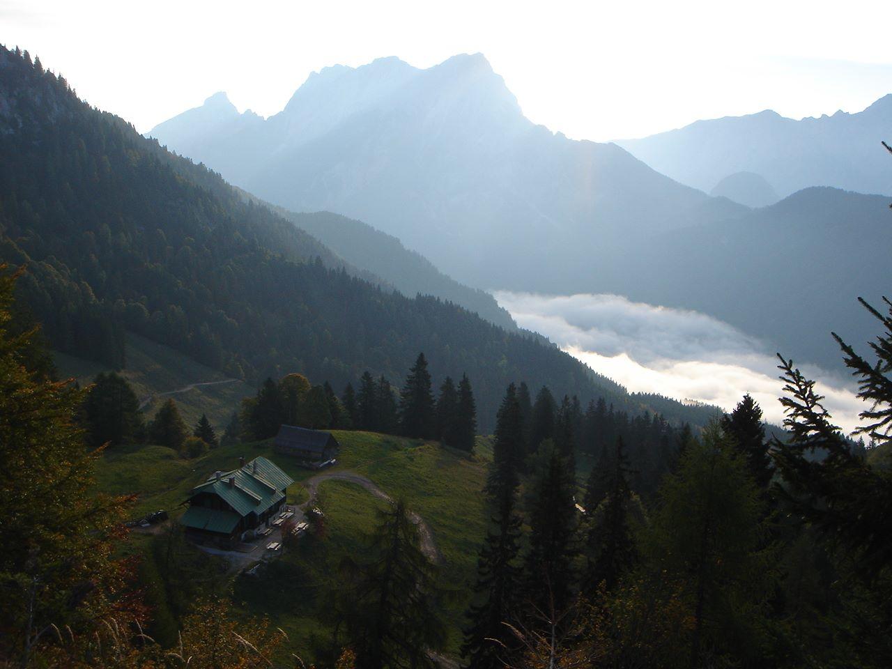 Foto: Manfred Karl / Wander Tour / Grabnerstein - Gipfelrunde / Grabneralmhaus gegen die Buchsteine. / 18.05.2007 14:51:40