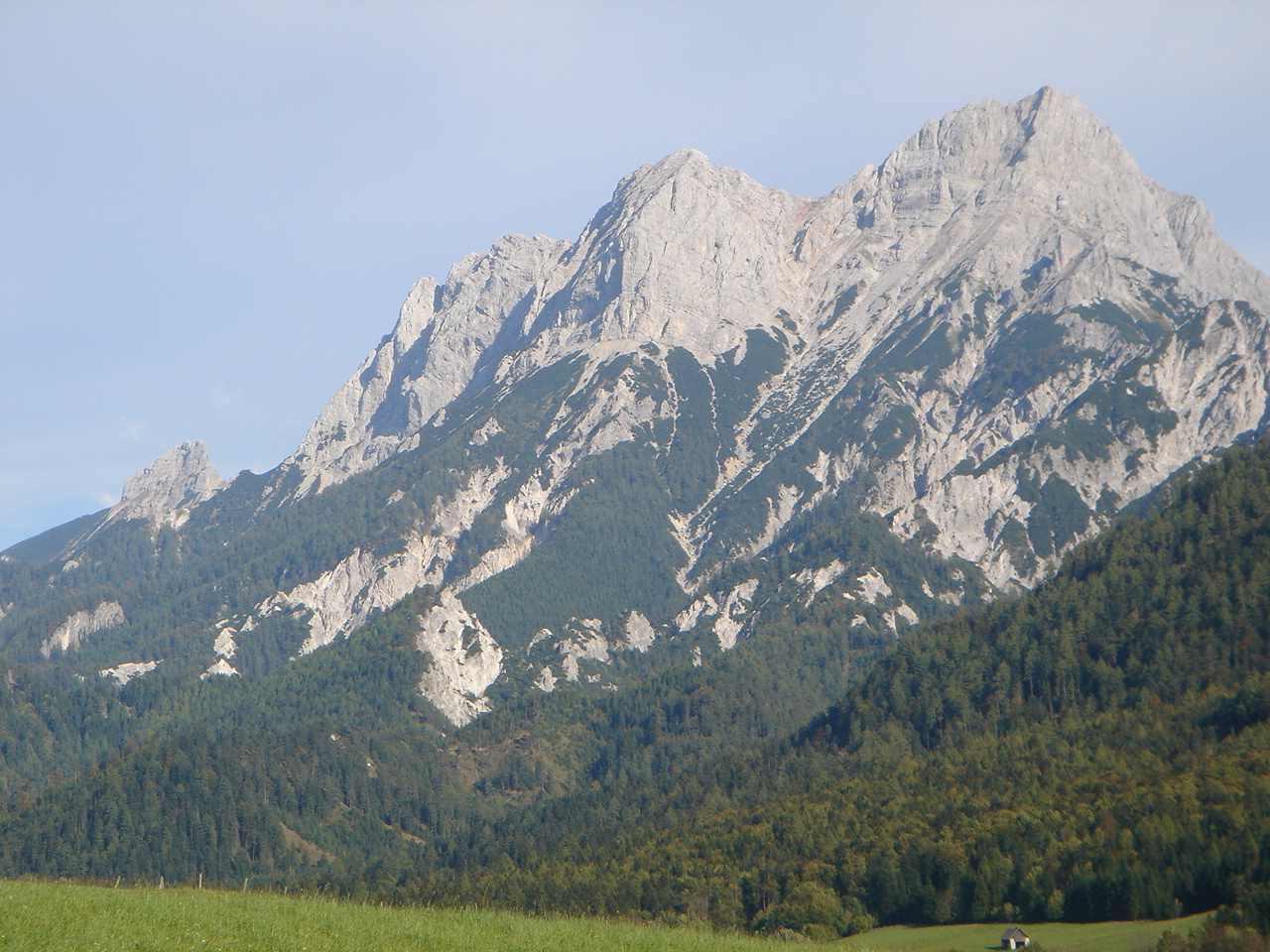 Foto: Manfred Karl / Wander Tour / Grabnerstein - Gipfelrunde / Buchauer Sattel, überragt vom Großen Buchstein, links der Kleine Buchstein / 18.05.2007 14:46:22
