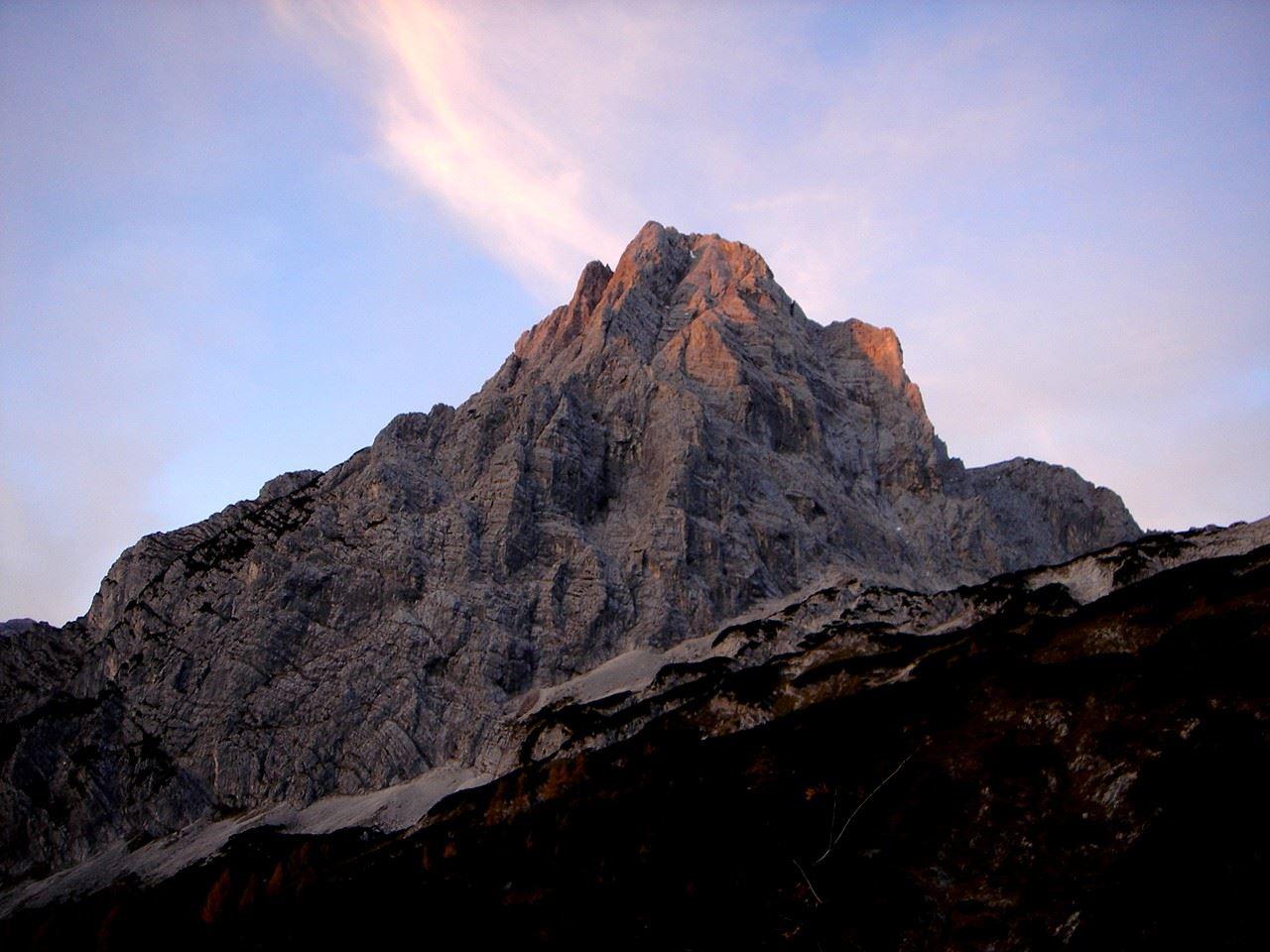 Foto: Manfred Karl / Wander Tour / Über das Prielschutzhaus und den Bert-Rinesch-Klettersteig auf den Gr.Priel / Spitzmauer im Morgenlicht / 15.06.2007 23:24:11