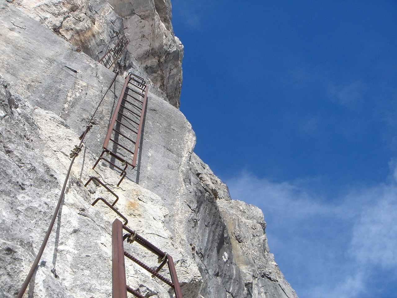 Foto: Manfred Karl / Wander Tour / Über das Prielschutzhaus und den Bert-Rinesch-Klettersteig auf den Gr.Priel / Die Leiternserie - hier heißt es ordentlich festhalten / 15.06.2007 23:41:22