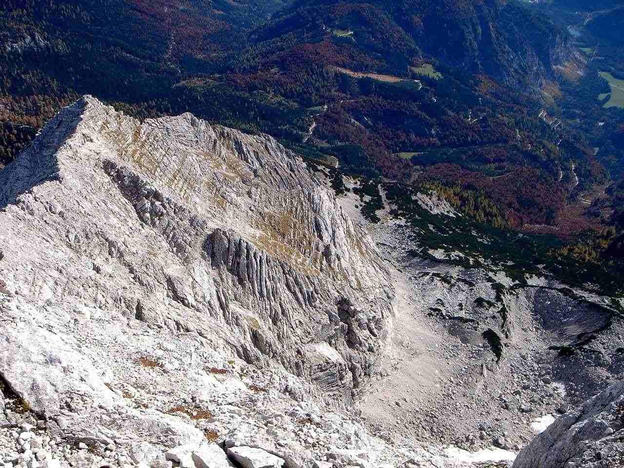 Foto: Manfred Karl / Wander Tour / Über das Prielschutzhaus und den Bert-Rinesch-Klettersteig auf den Gr.Priel / Tiefblick auf Kressenberg und Goldkar / 15.06.2007 23:42:55