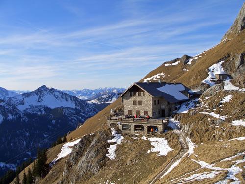 Foto: vince 51 / Wander Tour / Auf dem Tannheimer Höhenweg zur Bad Kissinger Hütte / Bad Kissinger Hütte / 22.01.2007 23:49:58