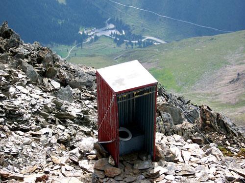 Foto: vince 51 / Wander Tour / Von der Chemnitzer Hütte auf dem Mainzer Höhenweg zur Braunschweiger Hütte / und die komfortable Toilette / 02.05.2007 22:05:02