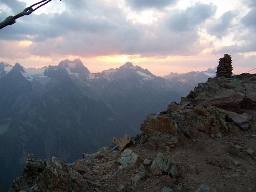 Foto: vince 51 / Wander Tour / Von der Chemnitzer Hütte auf dem Mainzer Höhenweg zur Braunschweiger Hütte / Sonnenuntergang 20:44 Uhr / 02.05.2007 22:14:15