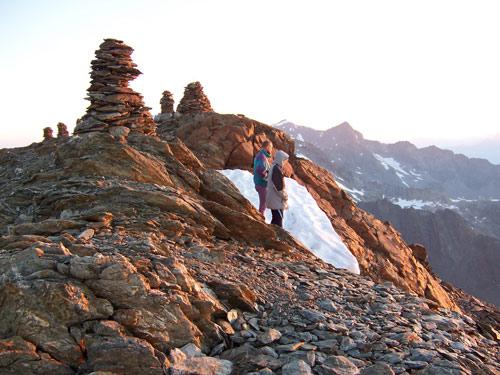 Foto: vince 51 / Wander Tour / Von der Chemnitzer Hütte auf dem Mainzer Höhenweg zur Braunschweiger Hütte / Die ersten wärmenden Sonnenstrahlen / 02.05.2007 22:09:25