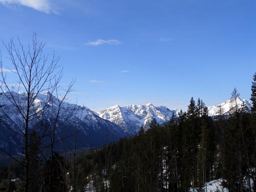 Foto: vince 51 / Wander Tour / Von Linderhof auf den Brunnenkopf / Blick vom Aufstiegsweg zu den Geierköpfen / 06.04.2007 22:58:29