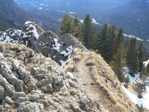Foto: vince 51 / Wander Tour / Von Linderhof auf den Brunnenkopf / Blick zurück vom Gipfel / 06.04.2007 22:55:51
