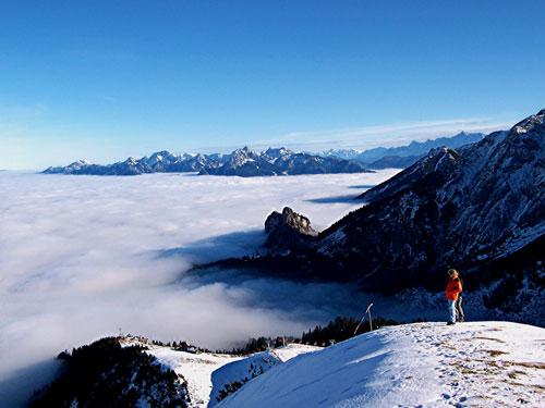Foto: vince 51 / Wander Tour / Von Pfronten auf den Breitenberg / Über den Wolken; Blick zu den Ammergauer Alpen / 02.05.2007 22:45:26