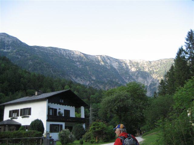 Foto: Jogal / Wander Tour / Überschreitung der Hohen Schrott / Banhof Langwies; Blick zur Hohen Schrott / 22.05.2007 05:59:39
