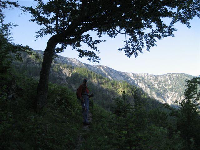 Foto: Jogal / Wander Tour / Überschreitung der Hohen Schrott / Schon am Weg; Blick zur Hohen Schrott / 22.05.2007 06:00:20