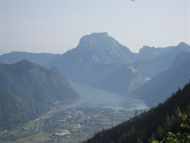 Foto: Jogal / Wander Tour / Überschreitung der Hohen Schrott / Brombergalm; Blick nach: Ebensee,Traunsee, Traunstein / 22.05.2007 06:01:03