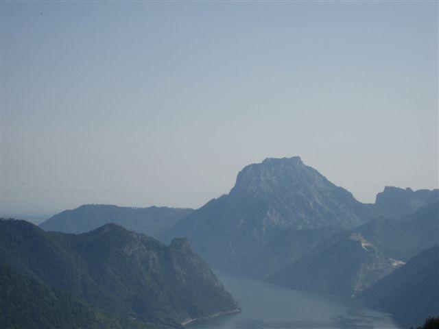 Foto: Jogal / Wander Tour / Überschreitung der Hohen Schrott / Brombergalm; Blick nach: Traunsee, Traunstein / 22.05.2007 06:01:17