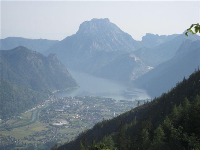 Foto: Jogal / Wander Tour / Überschreitung der Hohen Schrott / Brombergalm; Blick nach: Ebensee,Traunsee, Traunstein / 22.05.2007 06:01:28