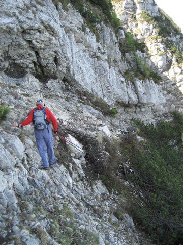Foto: Jogal / Wander Tour / Überschreitung der Hohen Schrott / Am Weg zum Bergwerkskogel: Dieses Band ist zu durchschreiten / 22.05.2007 06:13:34