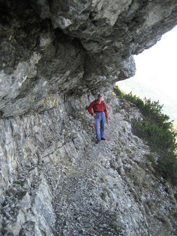 Foto: Jogal / Wander Tour / Überschreitung der Hohen Schrott / Am Weg zum Bergwerkskogel: Dieses Band ist zu durchschreiten / 22.05.2007 06:14:01