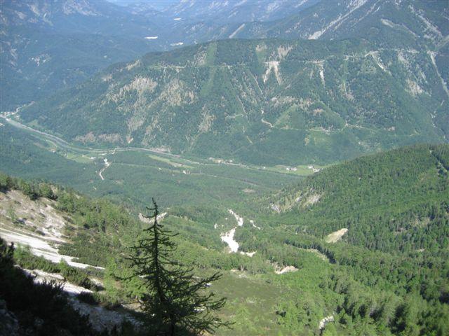 Foto: Jogal / Wander Tour / Überschreitung der Hohen Schrott / Am Weg zum Bergwerkskogel: Blick vom Bandhinunter ins Thal / 22.05.2007 06:14:48
